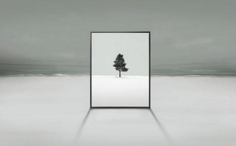 三星发布的新型电视机预告片,展示了透明的肖像状设计.