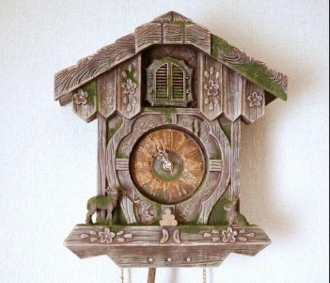 电脑 百年/覆盖着青苔的布谷鸟钟