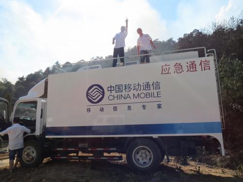 移动信号塔建房顶的图片
