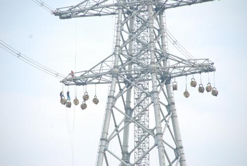 """计划于2014年1月投运,届时六横电厂海岛电能将通过该线路""""反哺""""华东"""