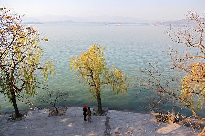 欣赏西湖风景绝佳.章勇涛 摄