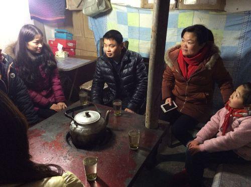 大兴宁波区小学:小学把贫困生避寒家领回老师一山君谊图片