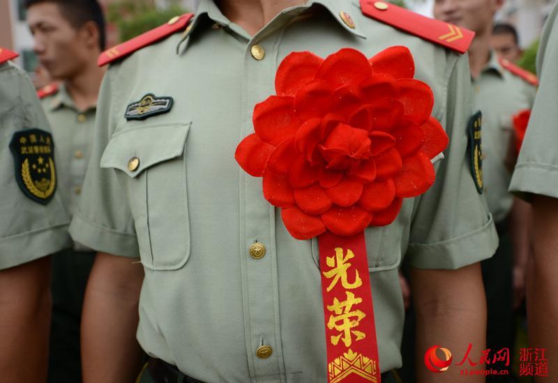 红花剪纸步骤图解