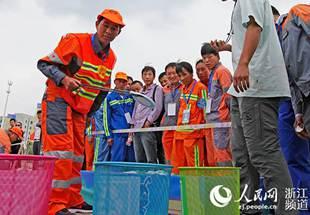 宁波:环卫工人赛技能