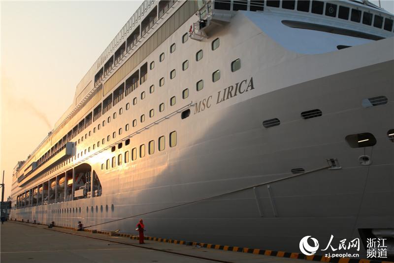 """这标志着""""环中国海""""邮轮新模式在舟山群岛国际邮轮码头正式启动."""