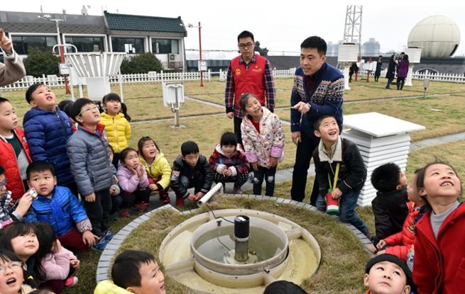 杭州:伢儿学气象