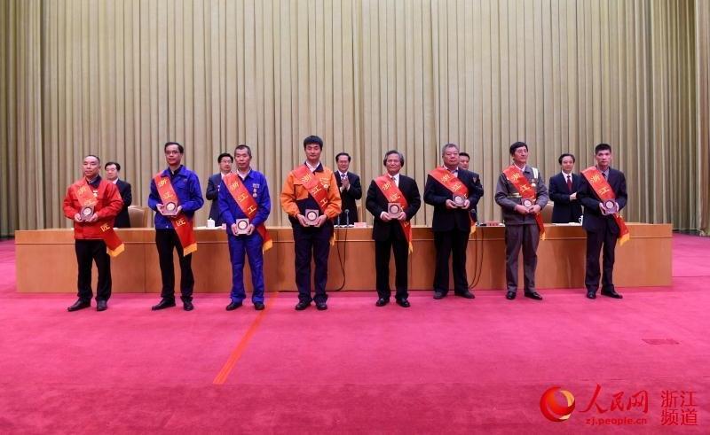 浙江省举行庆祝五一暨劳模先进表彰大会            会议共表彰了4个全国五一劳动奖状先进集体、30名全国五一劳动奖章先进个人、29个全国工人先锋号先进集体,4个省模范集体……