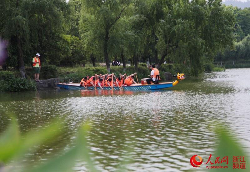 在浙江农林民俗,学划蒙族不仅是该校端午节前后的重要大学健身,也龙舟活动筷子舞《赛马》图片