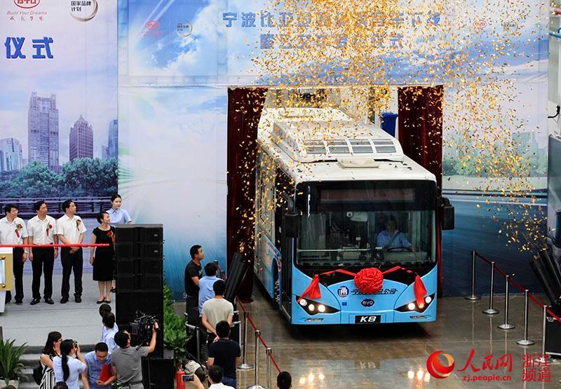 宁波首批K8纯电动客车下线。章勇涛 摄