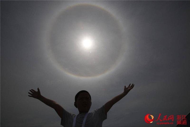 高温天气:浙江宁波出现日晕奇观(组图)