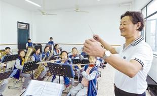 """杭州:""""耳朵很毒""""的男人想要传承严肃音乐"""