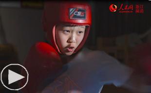 【你好·青春】少女拳王            李静雯是初三学生,已经学习拳击俩年,第一次参加全国比赛就成为少年组冠军,能一拳打倒一名150斤的成年男子……【更多视频】