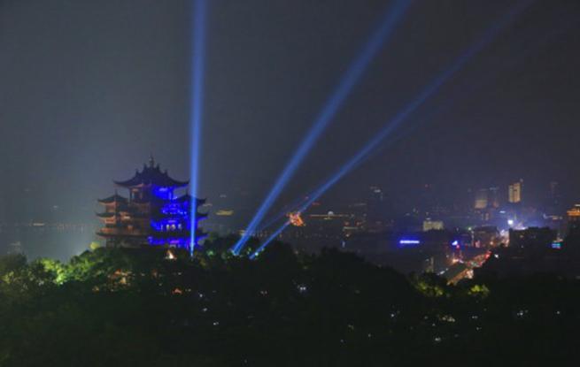 """杭州城隍阁为""""星星的孩子""""亮蓝灯"""