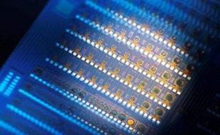 我国首创收发两用紫外同质集成光电子芯片