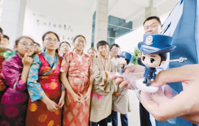 安全教育课护航西藏少年