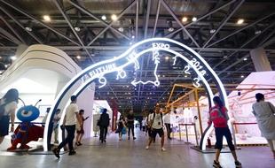 """未来生活是什么样?这个展会告诉你           在占地近2万平方米的炫酷展馆内,一部分对生活抱有憧憬和好奇的人将""""先看到未来""""……"""