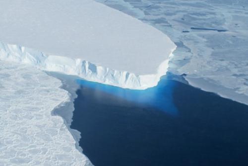 南极洲自1992年以来已失去3万亿吨冰