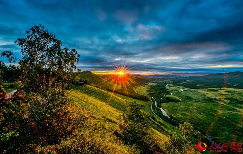 绚丽多彩的卡鲁奔山