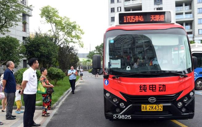 杭城城东首条小区里始发的微公交开通