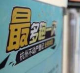 嘉兴:家门口邮局可换驾驶证    7月18日下午,嘉兴市民王美娟赶到市二环北路邮政网点,办理机动车驾驶证到期换证业务……【详细】