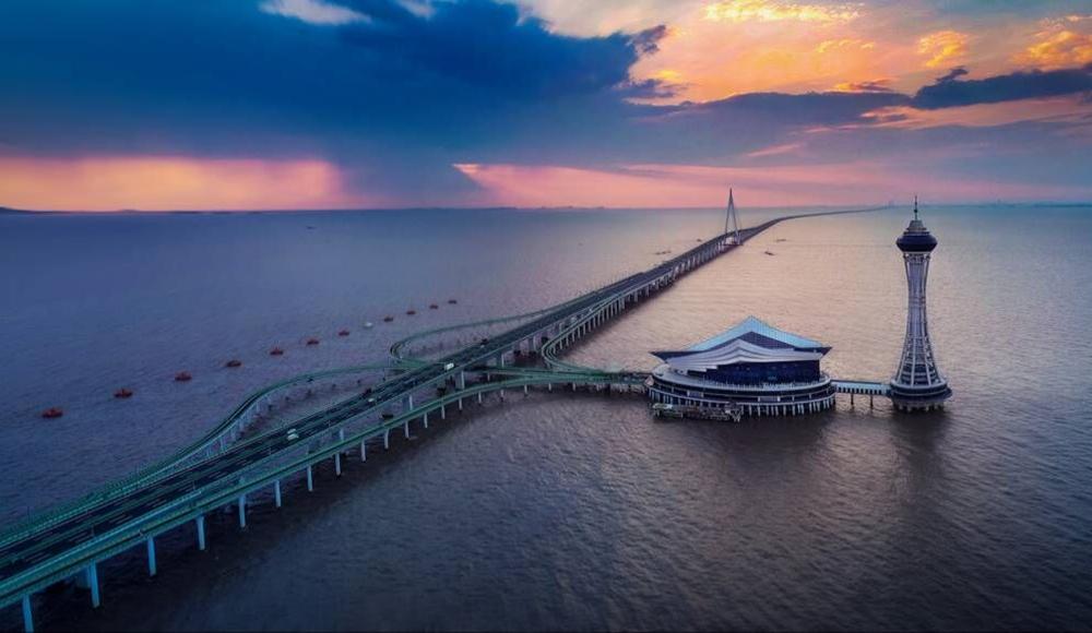 杭州湾跨海大桥 十年来,这条全长36公里的大桥已成为世界上最繁忙的跨