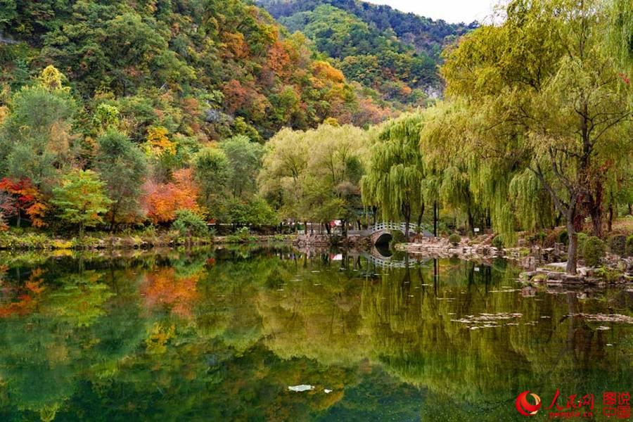金秋的本溪水洞景区