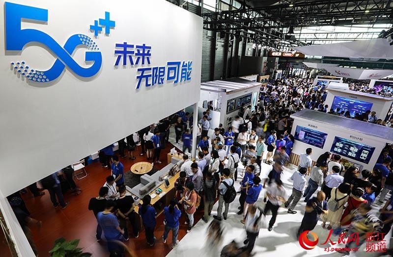 6月26日,5G+亮相中国移动展厅。