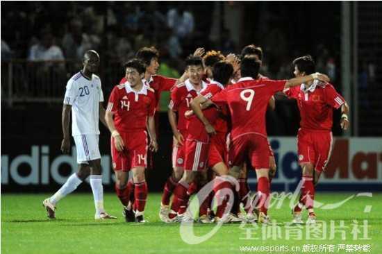 中国队庆祝进球