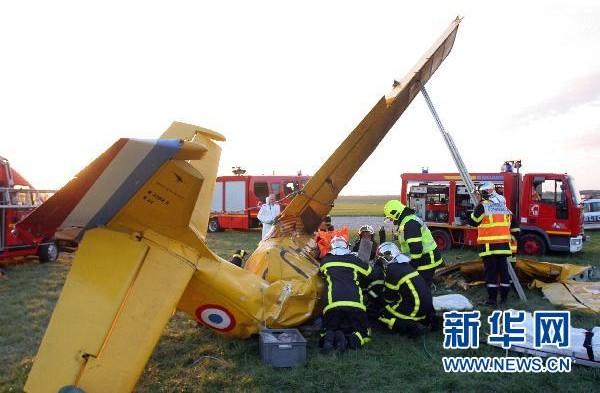 法国一架轻型飞机坠毁两人丧生