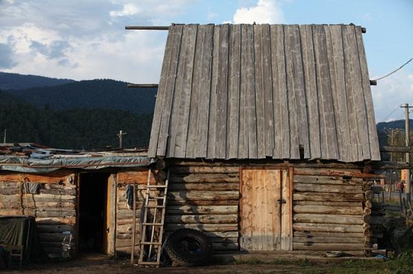 蒙古族图瓦人的小木屋.人民网记者袁亚平摄